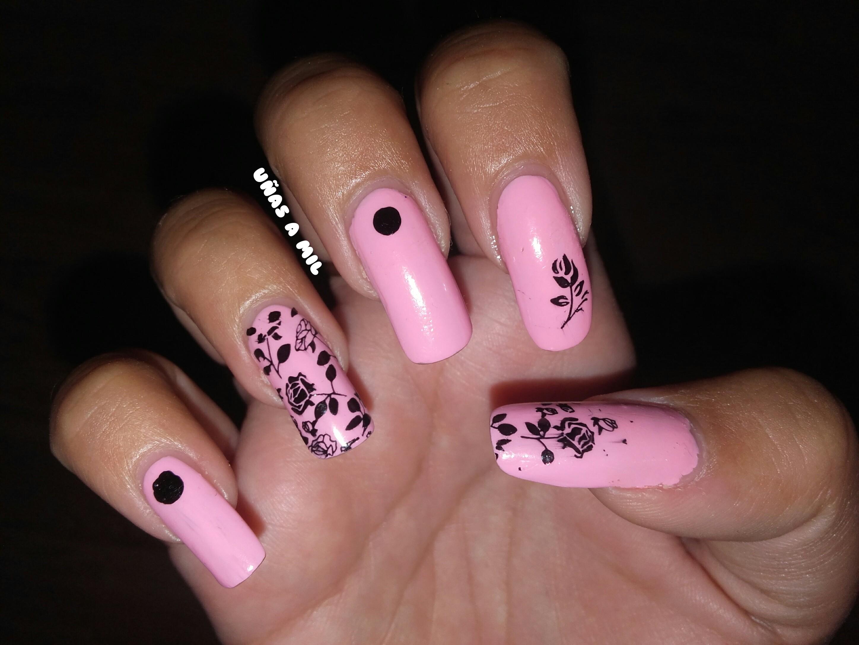 Diseño De Uñas En Rosa Y Negro Con Flores Uñas A Mil